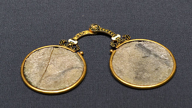 640px-Kunsthistorisches_Museum_09_04_2013_Glasses.jpg
